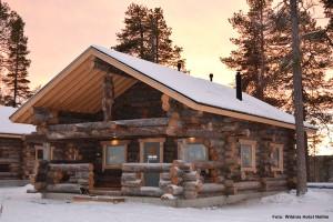 Winterreise Finnland Hütte