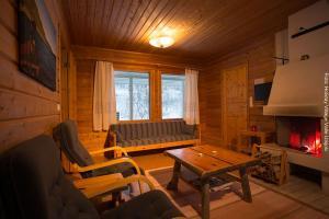 Lappland Reise Utsjoki Huetten Innen Kamin