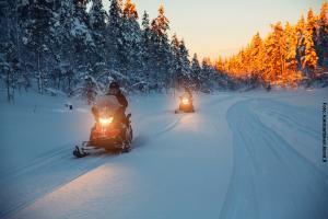 Glasiglus Finnland, Kakalauttanen,  Schneemobil Safari