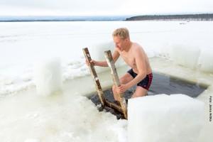 Eisbaden-in-Finnland