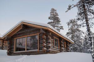 Blockhütte mit Panoramafenster
